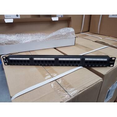 Serveredge 24 Port CAT6 Patch Panel - 1RU UTP- Includes Cable Management Bar